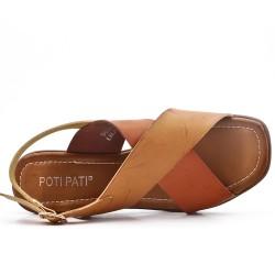 Sandalia de piel sintética bicolor con tacón