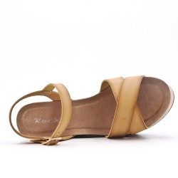 Sandalia cuña piel sintética beige