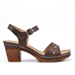 Brown comfort sandal in faux leather