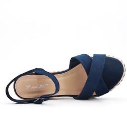 Sandalia de cuña de gamuza sintética azul