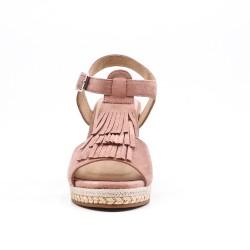 Sandalia de cuña rosa en gamuza sintética con flequillo