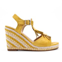 Yellow wedge sandal in faux suede with bangs
