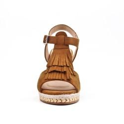 Sandale camel compensée en simili daim à frange