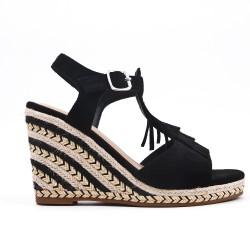 Sandale noire compensée en simili daim à frange