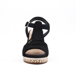 Sandalia de cuña negra en gamuza sintética con flequillo