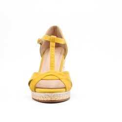 Sandalia cuña amarillo con suela trenzada