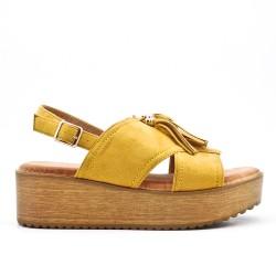 Sandale jaune à frange avec semelle épaisse