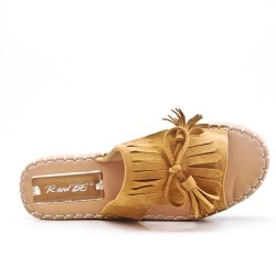 Camel flap in faux suede with fringe