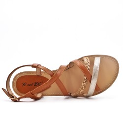 Sandalia de piel sintética camel con correa trenzada