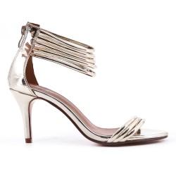 Sandale doré à talon en vernis