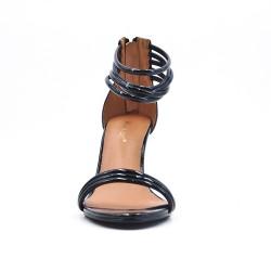 Sandalia negra con tacón patente