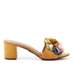 Aleta de confort amarillo con flor