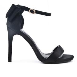 Sandale noire à talon avec nœud au dos