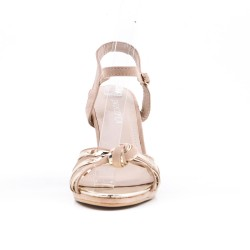 Sandalia beige en gamuza sintética con tacón