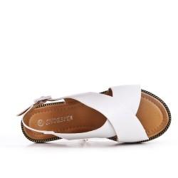 Sandalia plana blanco en piel sintética