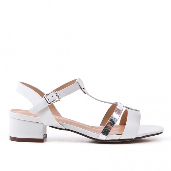 Sandalia de piel sintética plana blanco con tacón cuadrado pequeño