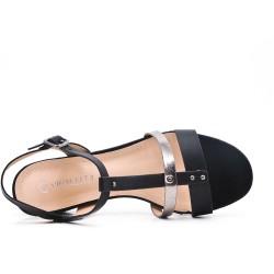 Sandalia de piel sintética plana negra con tacón cuadrado pequeño