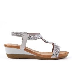 Sandalia gris con strass y cuña pequeña