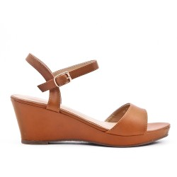 Sandale plate camel en simili cuir à petit compensé