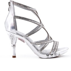 Silver sandal with heels adorned with rhinestones