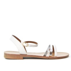 White flat sandal with three flanges