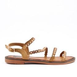 Sandalia plana camel con diamantes de imitación