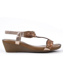 Sandale dorée ornée de strass à petit compensé