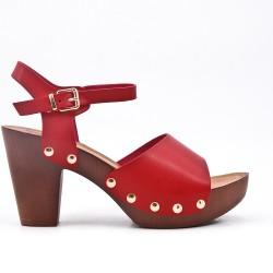 Sandale rouge en simili cuir à gros talon