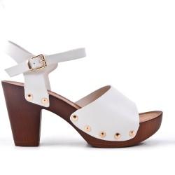 Sandale blanche en simili cuir à gros talon