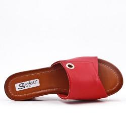 Sandalia mula rojo con tacón de cuña