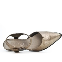 Gold shoe with pointed toe