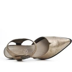 Chaussure dorée à bout pointu