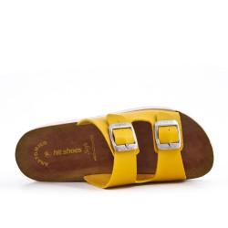Mula amarilla de confort con bridas abrochadas.