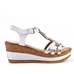 Sandalia de cuña blanca