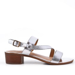 Sandalia plata de confort en piel sintética con tacón pequeño