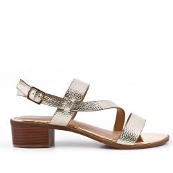Sandalia oro de confort en piel sintética con tacón pequeño