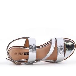 Talla grande - Sandalia plata de confort en piel sintética con tacón pequeño