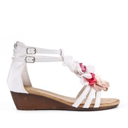 Small white wedge sandal with flower