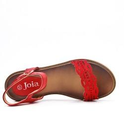 Sandalia plana rojo en piel sintética