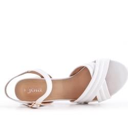Sandale blanche en simili cuir à talon