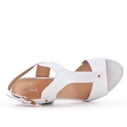 Sandale blanche en simili cuir texturé à talon