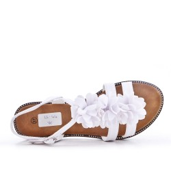 White flat sandal in faux leather with flower