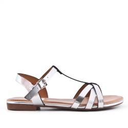 Sandalia plana plata en piel sintética