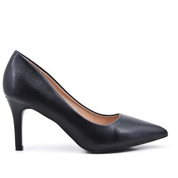 Black leatherette pump with heels