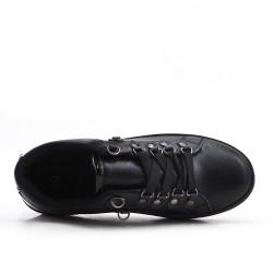 Tenis negro con cordones