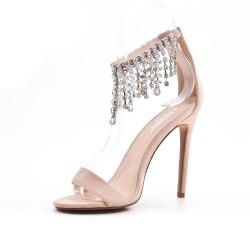 Sandale beige orné de bijoux à talon