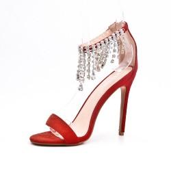 Sandale rouge orné de bijoux à talon