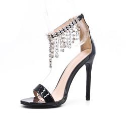 Sandale noire orné de bijoux à talon