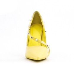 Yellow leatherette pump with heels