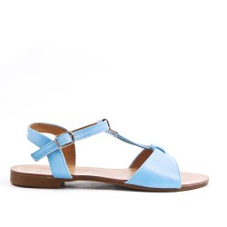 Sandalia plana azul en piel sintética